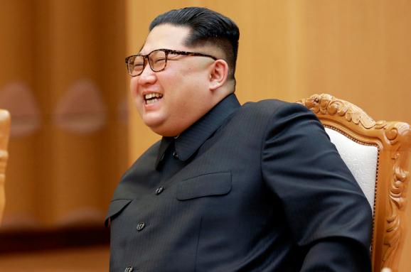 Помпео повертається зКНДР зтрьома звільненими американцями
