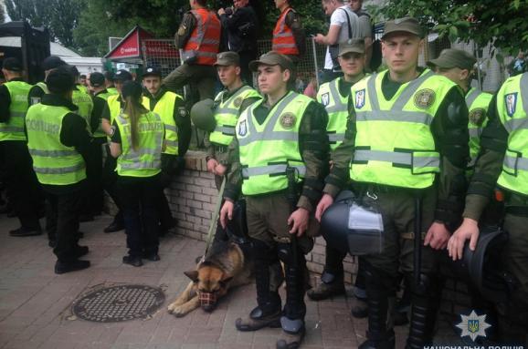 УКиєві чоловік зрушницею намагався пройти наакцію до9 травня