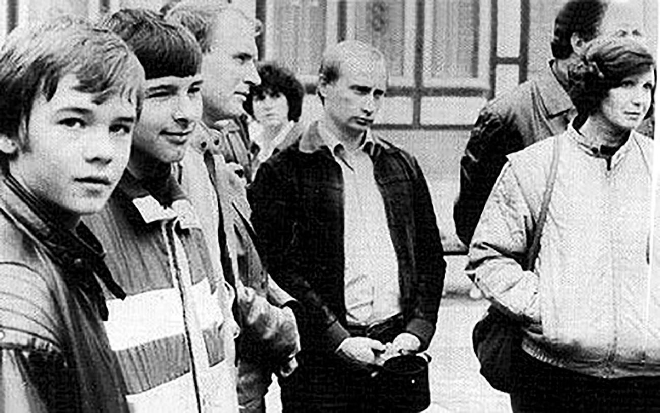 Футболки Adidas и кровавый терор: по чему ностальгируют поклонники СССР