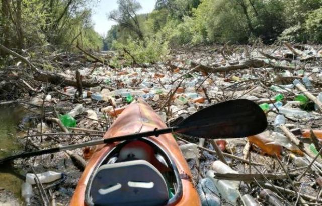 Річки України тонуть у смітті