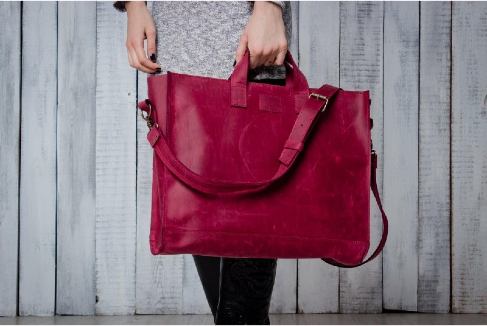 4711fdcfedac Squirrel's Bag шьет кожаные сумки. В производстве использует только  натуральные материалы украинского производства. Кроме сумок, можно купить  портмоне, ...