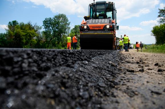Міністр Омелян порадив українцям шукати причину поганих доріг в іншому місці