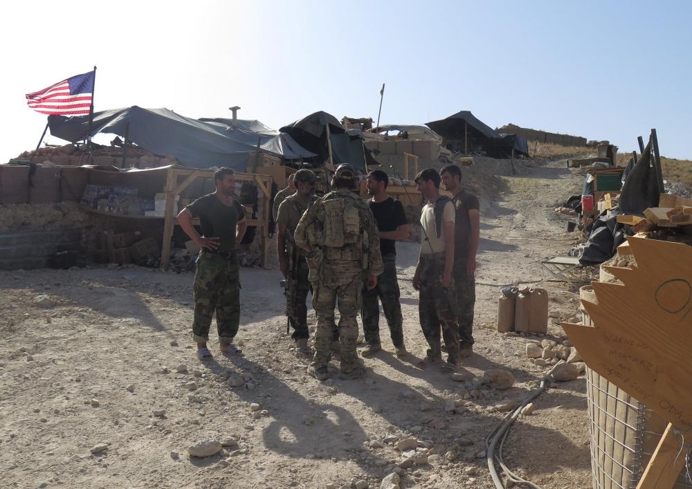 Американські солдати та вояки Афганської національної армії (АНА) на позиціях в районі Де-Бала, провінція Нангархар, Афганістан, 7 липня 2018
