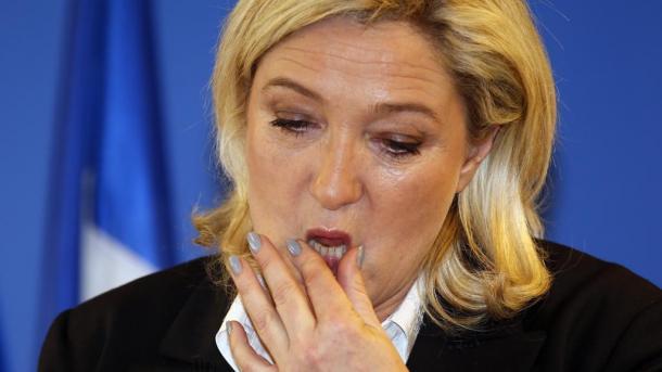 Європарламент через шахрайство заморозив дотації партії Марін Ле Пен  (13.99 27) 8f1b471c1204e
