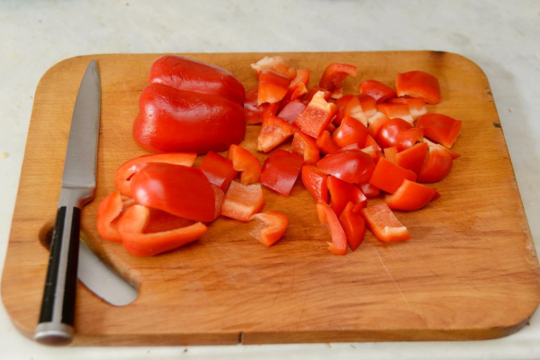 Щука по-подольски с соусом карри и салат левантийский