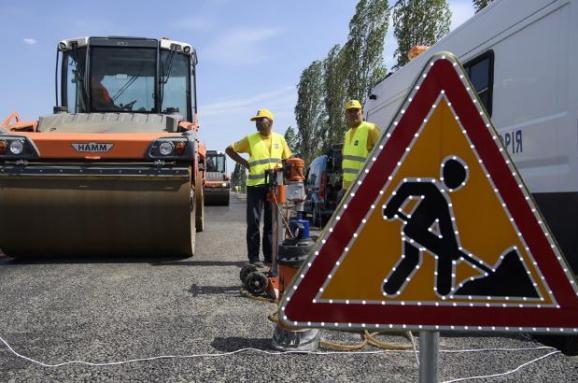 Деньги есть — дорог нет. Почему местная власть не спешит с ремонтом автодорог