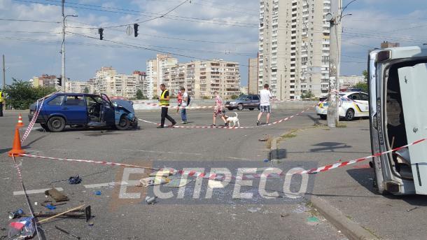 143d15406bbafb У Києві зіткнулися два легковики, госпіталізовано 5 людей (10.90/19)