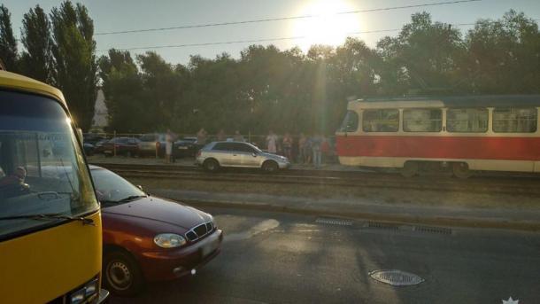 6c7514d95771d9 Автівка влетіла у групу людей на пішохідному переході столиці. Діти дивом  вціліли (3.18/21)