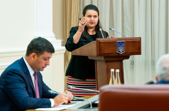 Україна витрачає 130 млрд грн на рік наобслуговування державного боргу— Гройсман