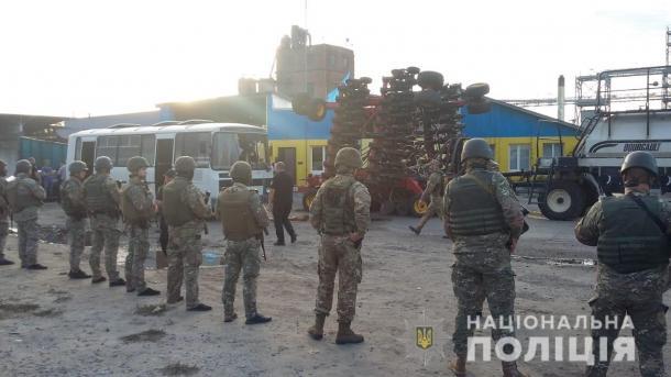 Попытка рейдерского захвата элеватора: на Харьковщине задержали 25 человек