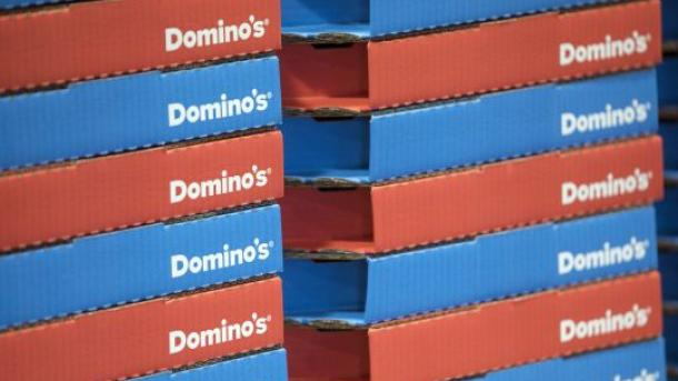 Мужчина украл банковскую карточку у мертвой соседки и потратил почти $8 тысяч на пиццу в Domino