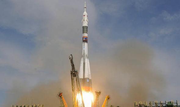 """Космические теории заговора и утечка воздуха на МКС: как русские опять все """"валили"""" на США"""