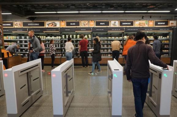 Amazon може до2021 року відкрити до3 тисяч магазинів без касирів