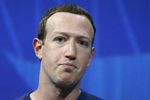 Со всеми ссорится Цукерберг: как Facebook пожирает глав компаний
