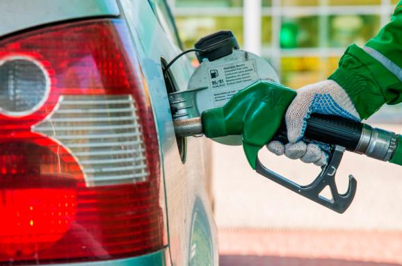 От чего зависят цены на топливо и можно ли искусственно на них повлиять