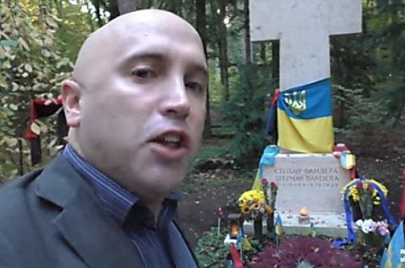 Проросійський пропагандист вчинив наругу над могилою відомого прикарпатця у Мюнхені (фото+відео)