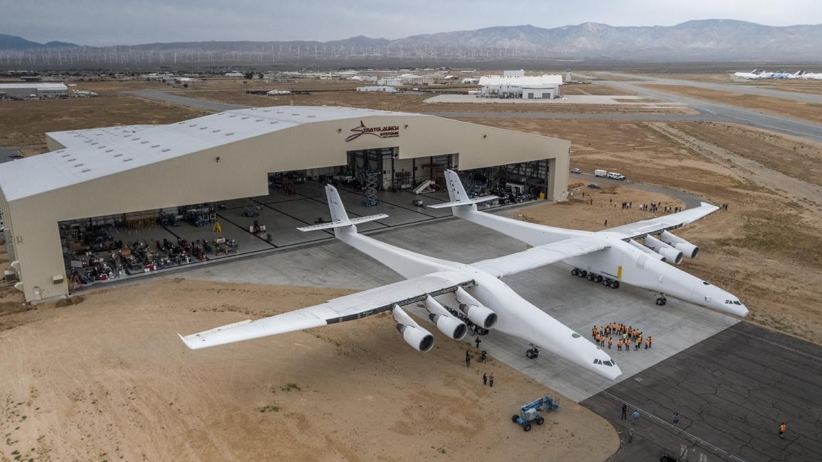 California experienced the largest airplane in the world Im-plane2