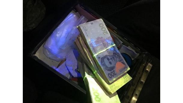 На Черкасщине чиновника военного лесничества поймали на взятке в свыше 500 тыс. гривень