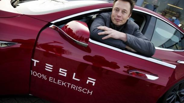 """Как домашняя зверушка: Маск рассказал, что Tesla начнет """"преследовать"""" своих хозяев"""