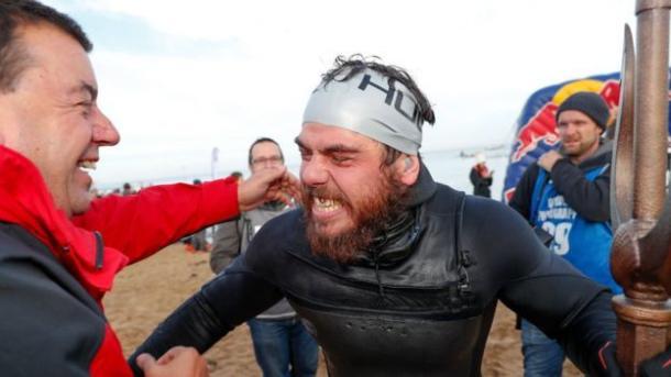Не выходя на сушу 157 дней: британец Росс Эджли проплыл вокруг Великобритании и установил рекорд