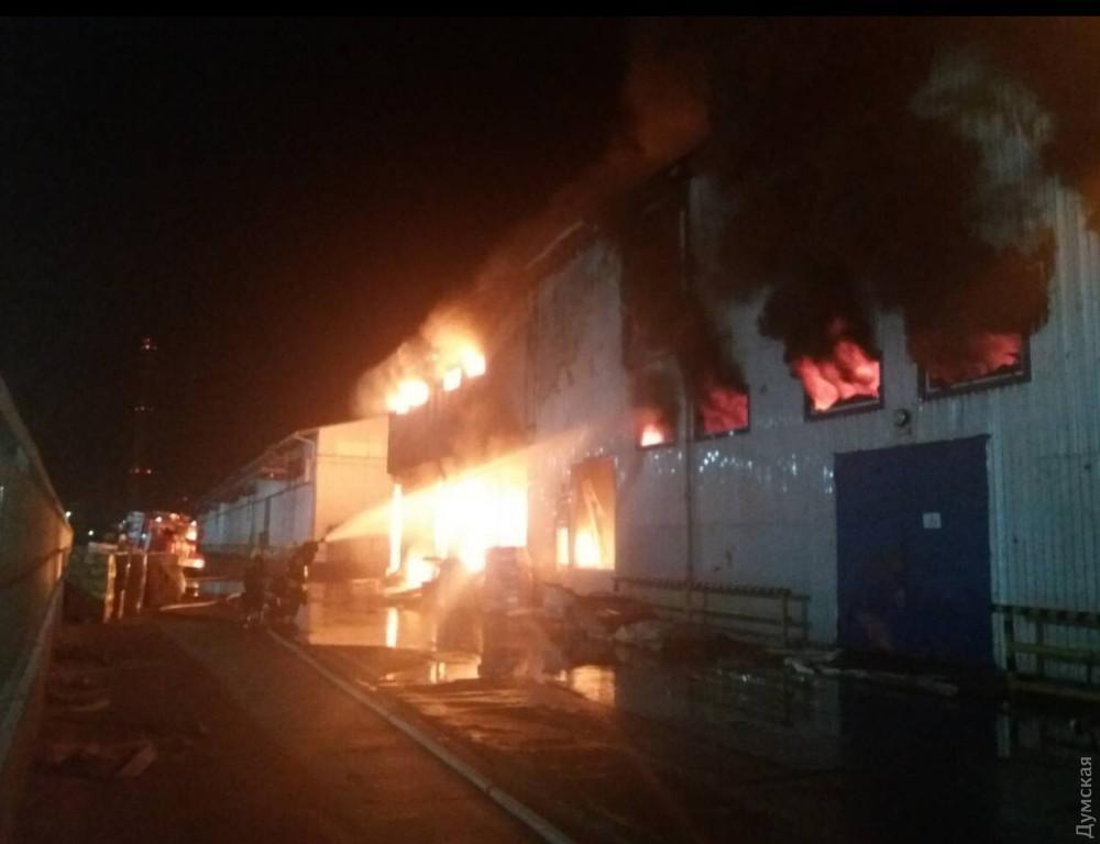 В Одесской области произошел масштабный пожар на маслоперерабатывающем заводе