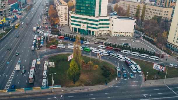 """Водители автобусов под Мининфраструктуры требуют увольнения главы """"Укртрансбезопасности"""""""