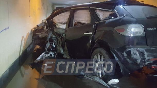 На столичной Соломенке Mazda влетела в подземный переход