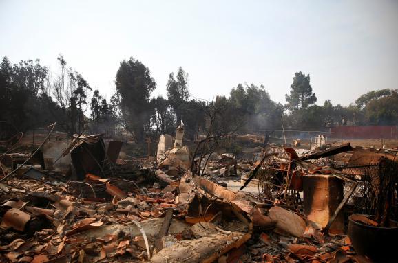 Жертвами лісових пожеж вКаліфорнії стали 9 осіб, 35— зникли без вісти