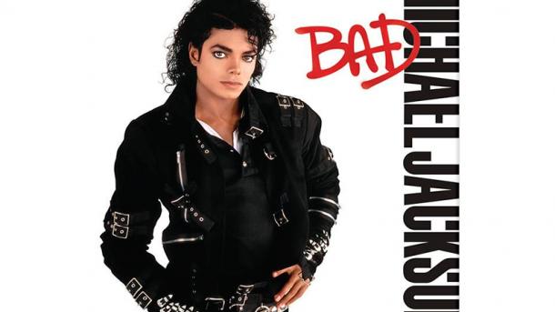 Легендарную куртку Майкла Джексона продали за почти $300 тыс.