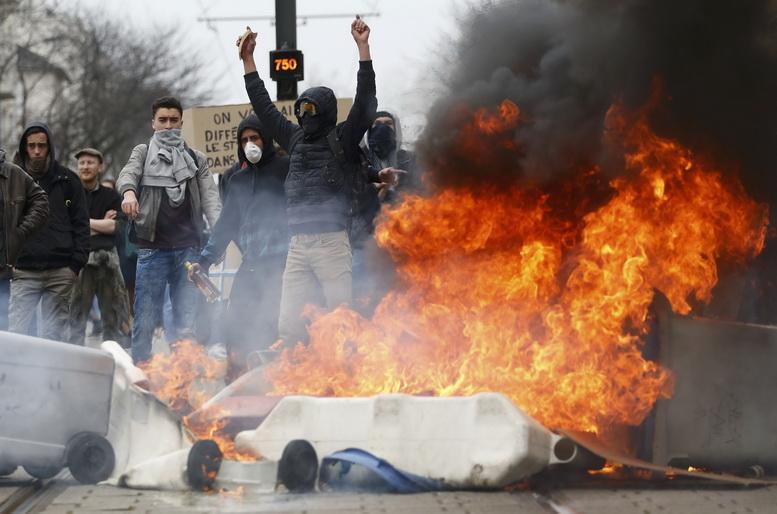 Фрексит начался: «Жёлтые жилеты» потребовали выхода Франции из ЕС и НАТО