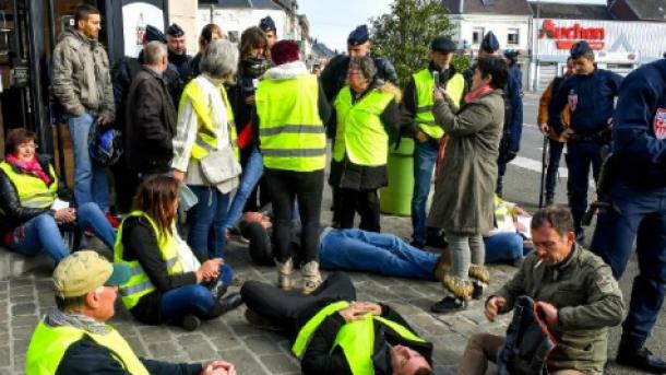 """""""Желтые жилеты"""". Во Франции выступили против подорожания бензина"""