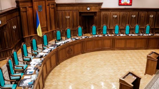 КСУ признал законными изменения к Конституции относительно курса на вступление в НАТО и ЕС
