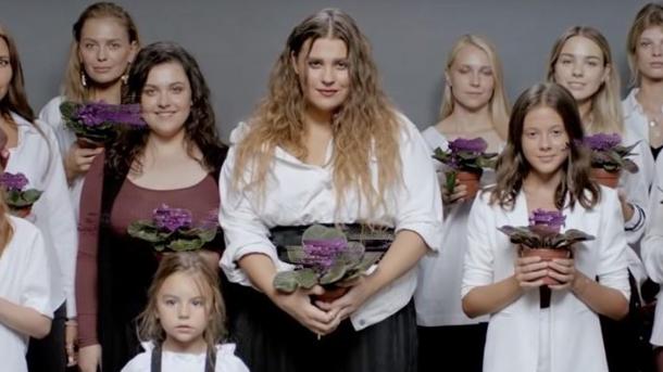 """Не та фиалка расцвела: ученые нашли """"ляп"""" в клипе KAZKA на песню """"Плакала"""""""