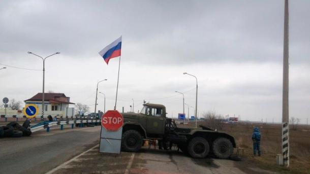 Оккупанты взялись контролировать миграцию крымчан с украинскими паспортами