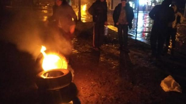 Под консульством РФ во Львове зажгли шины