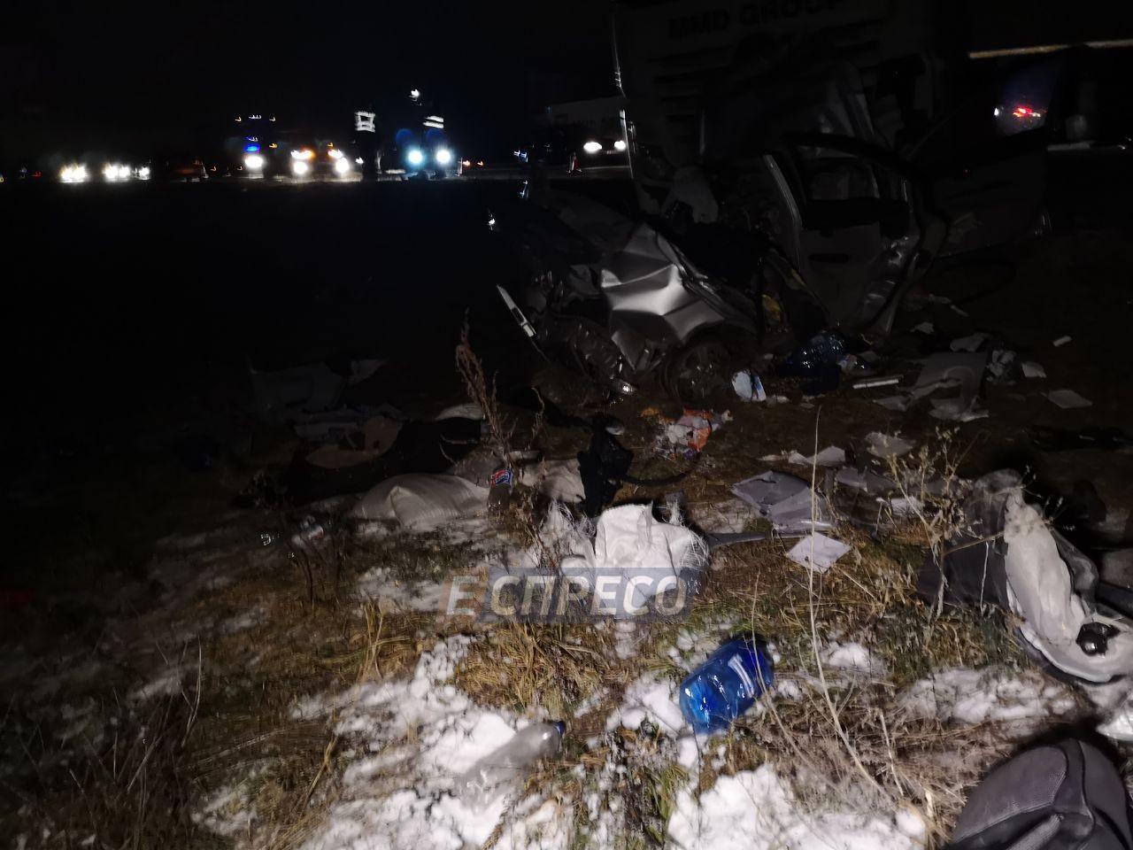 Под Киевом фура и легковушка столкнулись в лоб, есть погибший