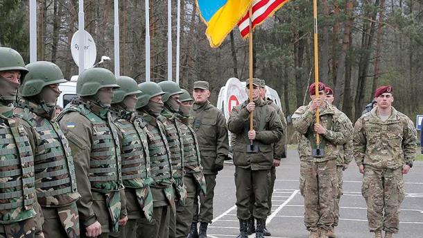 Пентагон ищет переводчиков на украинский для американских военных