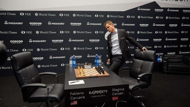 """Играет лучше людей """"с нуля"""". Что такое AlphaGo Zero"""