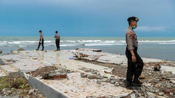 Последствия цунами в Индонезии. Фотофакт