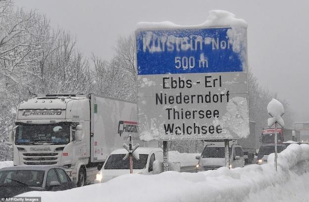Австрія та Німеччина потерпає від сильних снігопадів: щонайменше 8 загиблих
