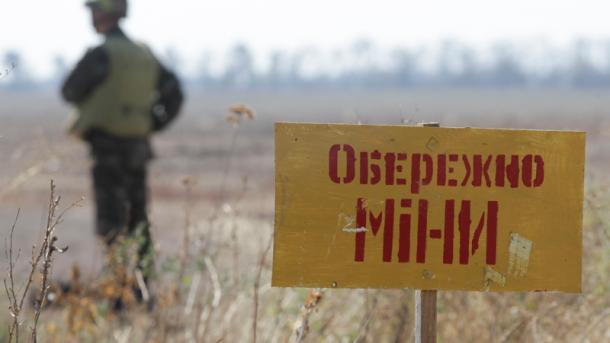 С начала войны в Донбассе от разрыва мин пострадали 833 человека, - Минобороны