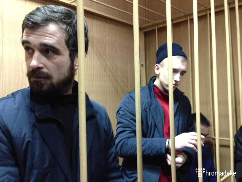 Перша група полонених моряків у залі Лефортовського суду Москви