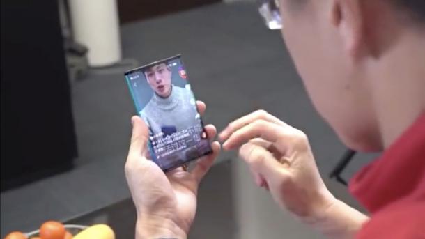 Президент Xiaomi показал гибкий смартфон на видео