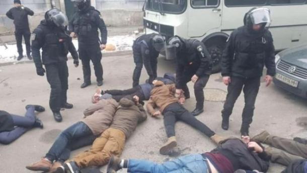 """В полиции извинились за выкрик """"Ложись, Бандера"""" при задержании активистов в Киеве"""