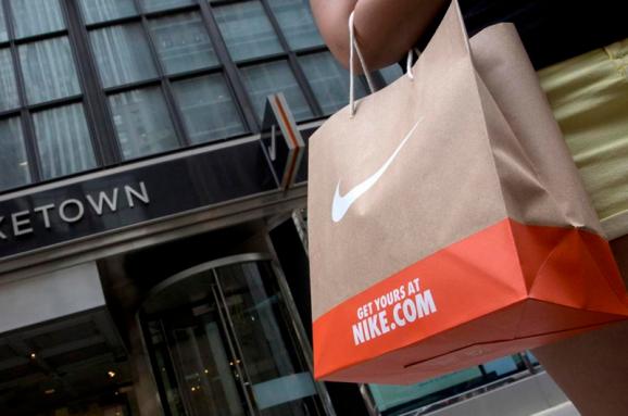 8211fc778 10 самых дорогих брендов одежды в мире. Инфографика