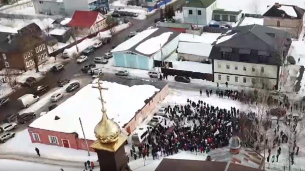 'Оголосити недовіру Путіну!'. На мітингу поблизу Новгорода лікарі звин