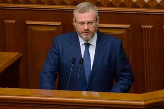 Парубій вимкнув мікрофон Вілкулу і змусив говорити українською (фото+відео)