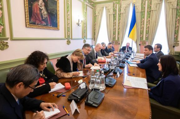 Богдан встретился с послами G7: ОПГ заявляет, что ПриватБанк не будут отдавать Коломойскому