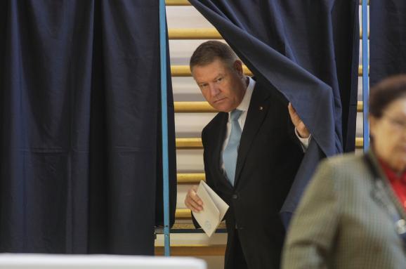 В Румынии проходят президентские выборы: результаты экзит-полов