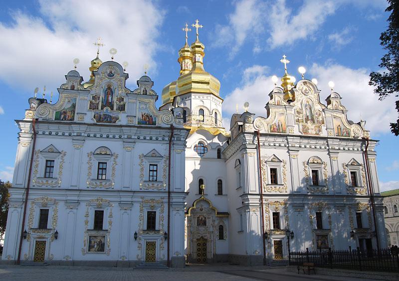 Западный вход в Успенский собор Киево-Печерской лавры